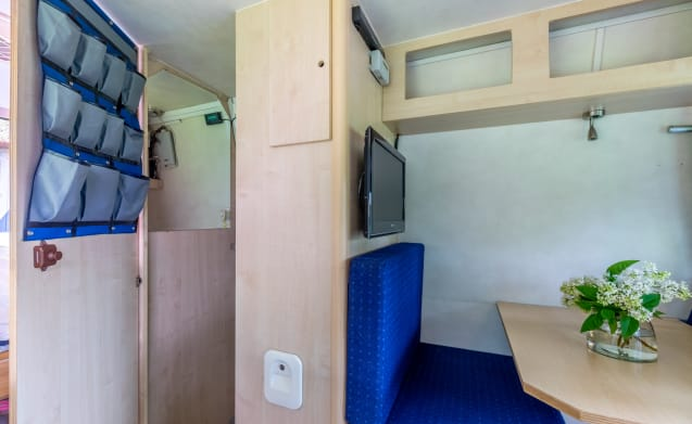 For rent fully catered bus camper for 2 people