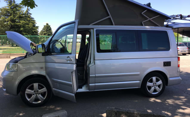 Tanos  – Welcome to the Hotel California. Volkswagen T5 California