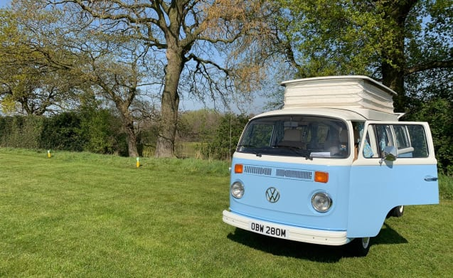 Bertie – Hire Bertie, our 1973 Volkswagen T2 Baywindow Campervan!