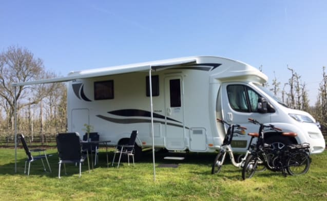 T595 – NEW SUN DRIVER max. 5 pers semi-integrated and very complete NEW !!!!