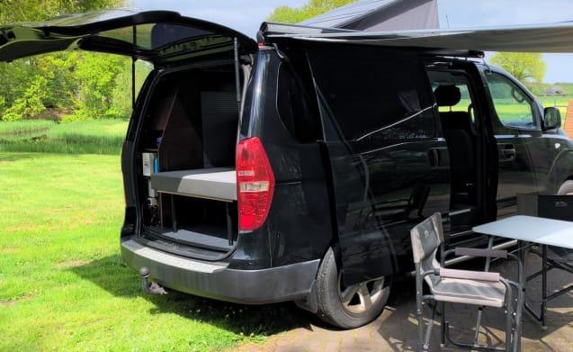 Black Beauty – Camper straordinariamente compatto per 2 persone con potente diesel