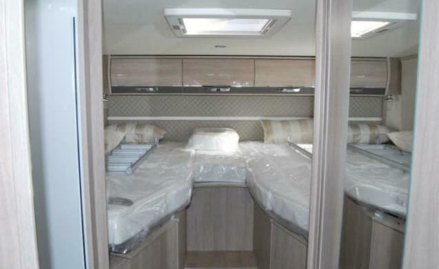 Luxurious spacious integral for rent for the experienced mobile home enthusiast