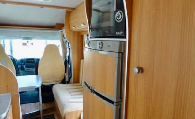 Fantastic strong family camper for a wonderful holiday.