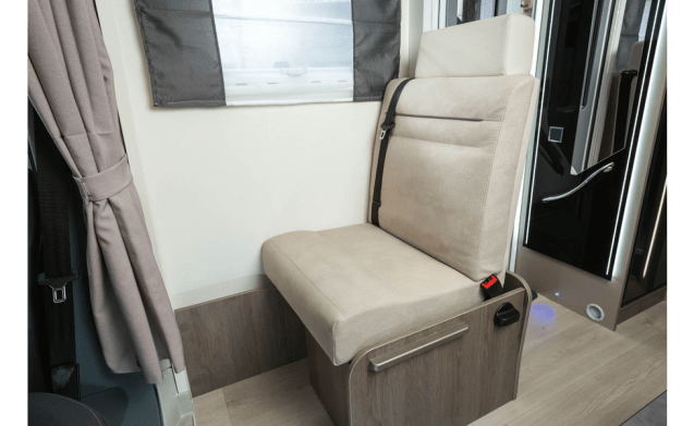 Challenger Graphite 348 – Brand new Challenger 348 with 4 sleeping places - Automatic!