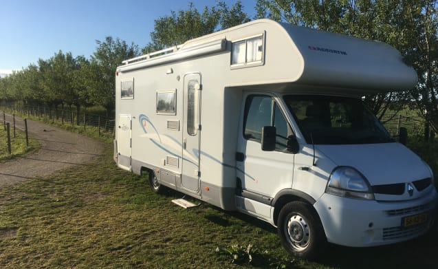 Adriatik – Super de luxe Adria motorhome with powerful engine and easy to use.
