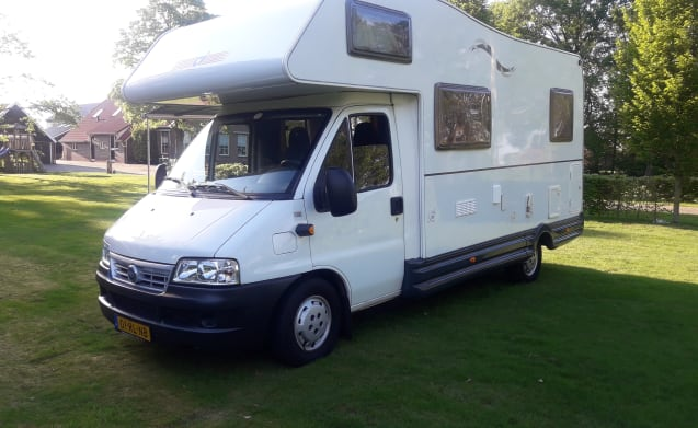 C.I      Eliot 1 – Cozy motorhome with 4 sleeping places with small garage