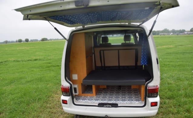 Mooie zelfgebouwde Volkswagen Transporter T4 lange wielbasis