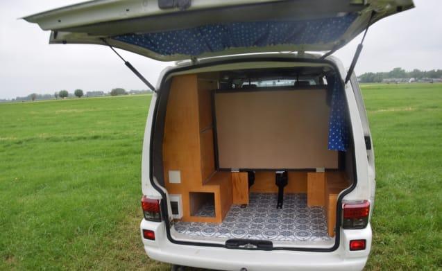 Nice self-built Volkswagen Transporter T4 long wheelbase
