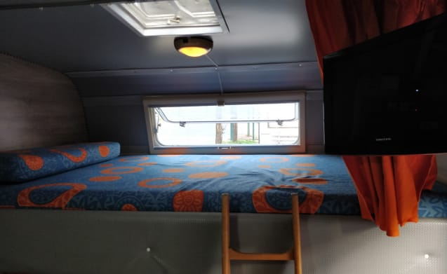 Ciuchino – Vintage motorhome with a mansard for the whole family, with lots of accessories!