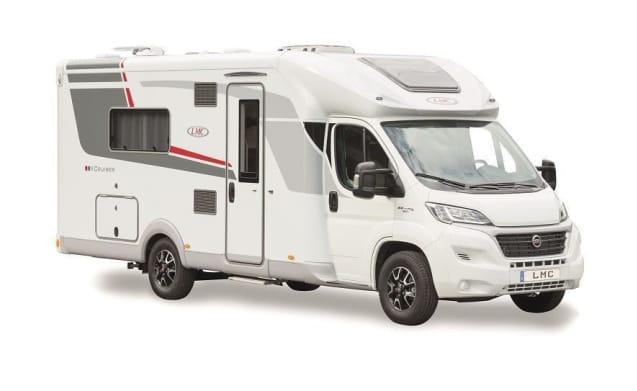 Nice new camper with Queensbed / CF4
