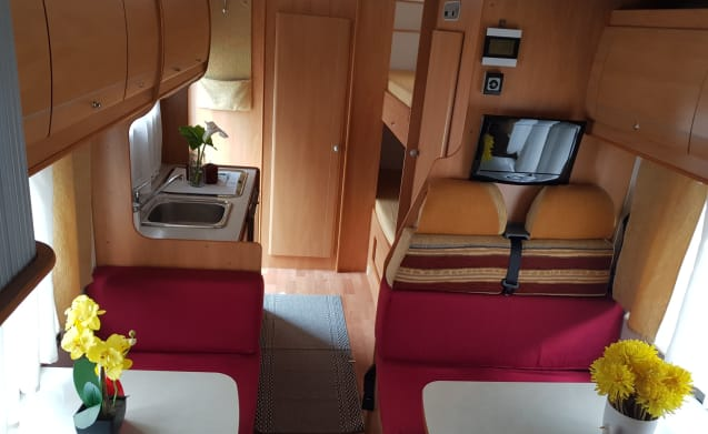 Seven-berth motorhome with double dinette