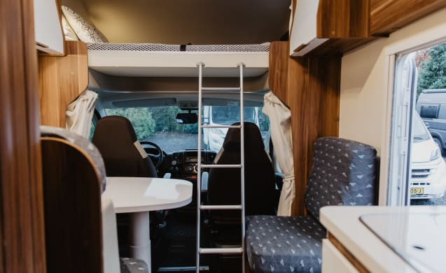 Roller Team Zefiro – A very spacious family camper for 5 people