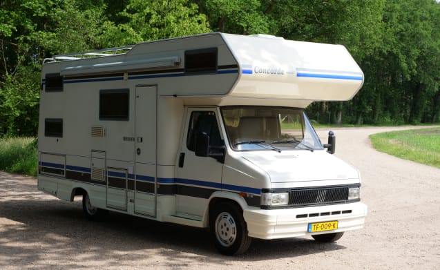 Spacious and complete camper for the whole family * 6 person * Bunk bed * Shower