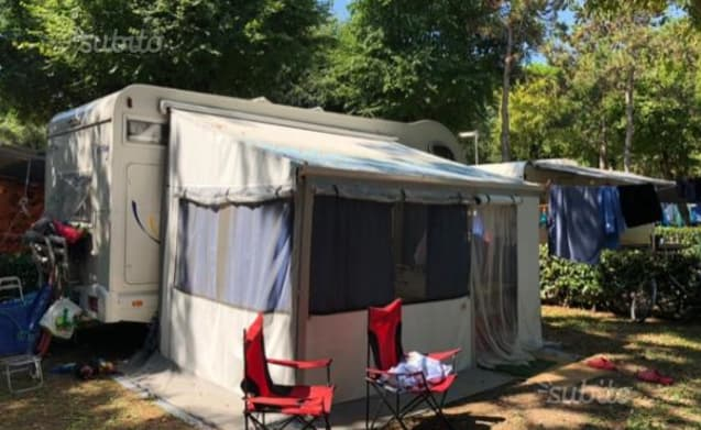 Miller Garage – Comfortable for family, with semigarage and lots of space!