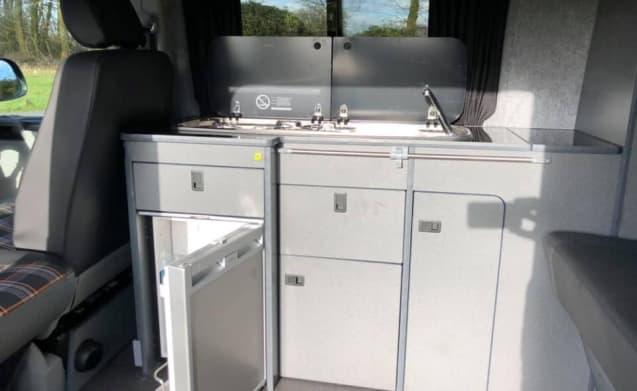 Arnold – T5 Volkswagen Camper Van