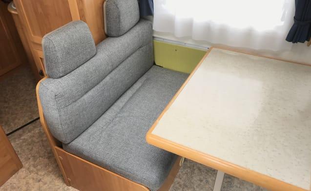 Hymer B574 met vast bed en hefbed