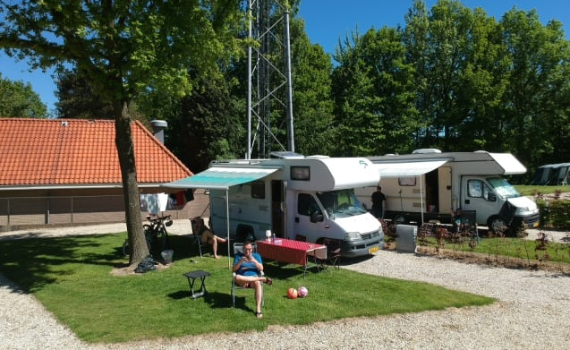 A reliable 4-5-6 person camper fully equipped!