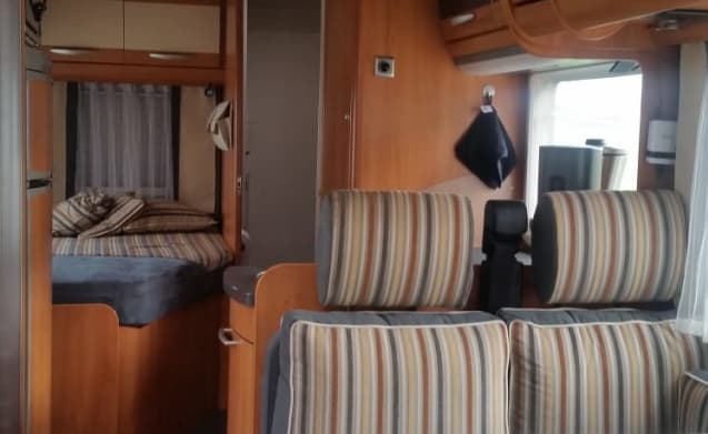 Nuestro Regreso – Beautiful luxury complete for 4 people furnished Hymer integral.