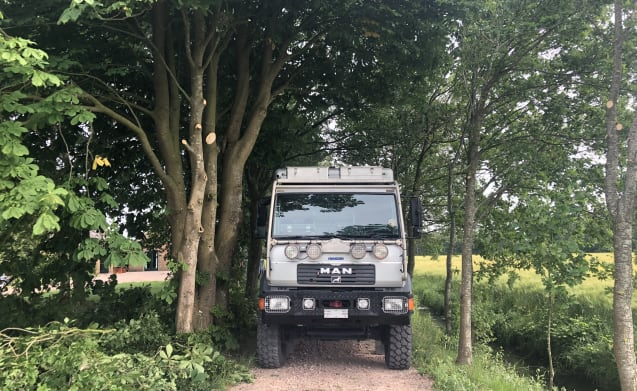 4WD expedition camper: Paris-Dakar