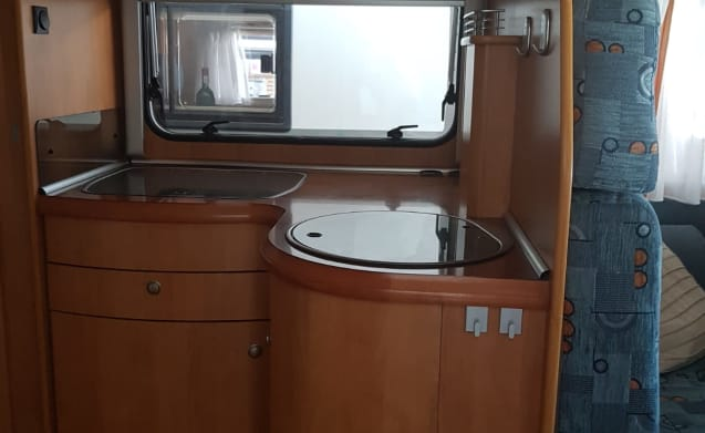 Fine Hobby, semi-integrated camper, cozy, clean and well maintained