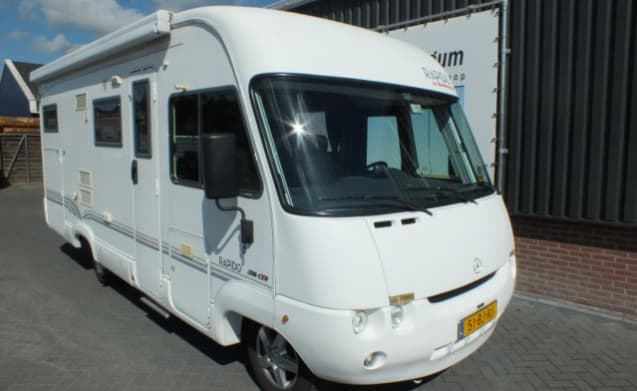 Luxury spacious 4 person integral Rapido motorhome with towbar