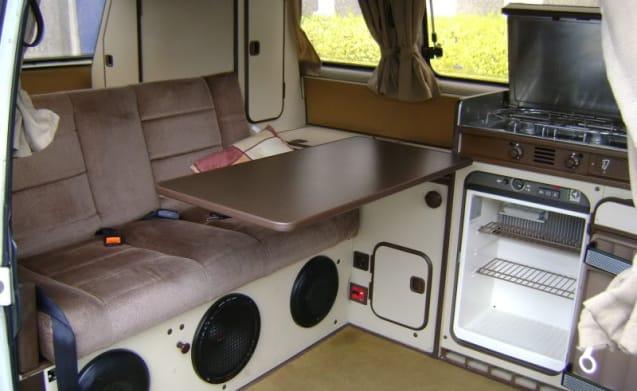Retro VW T25 Westfalia Club Joker 4 berth campervan - 1980's poptop