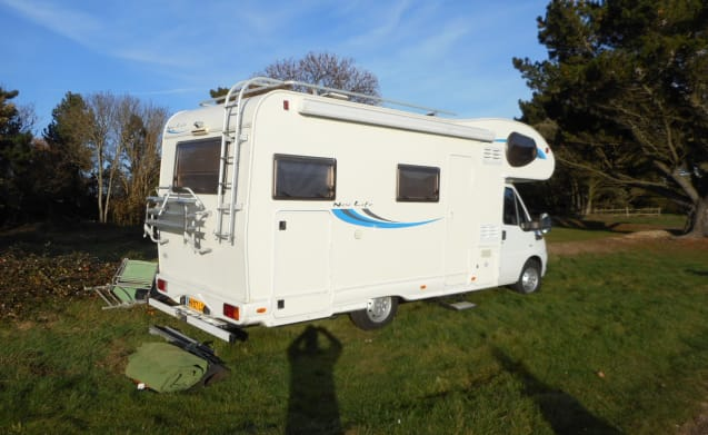 EASY MOTORHOME HIRE JUST TURN UP AND GO