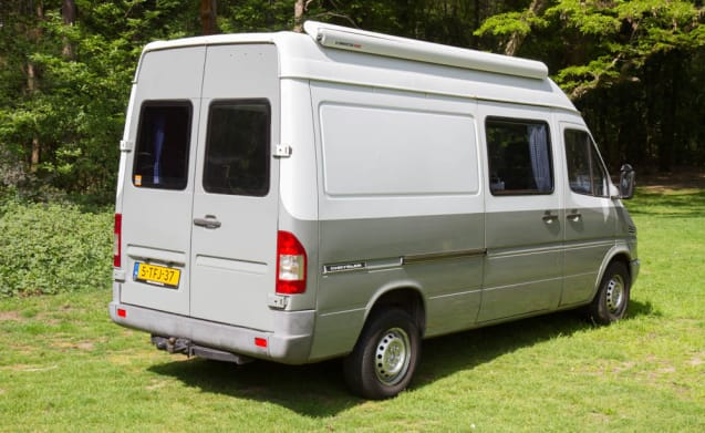 Fresh Mercedes bus camper with fixed 2pers bed