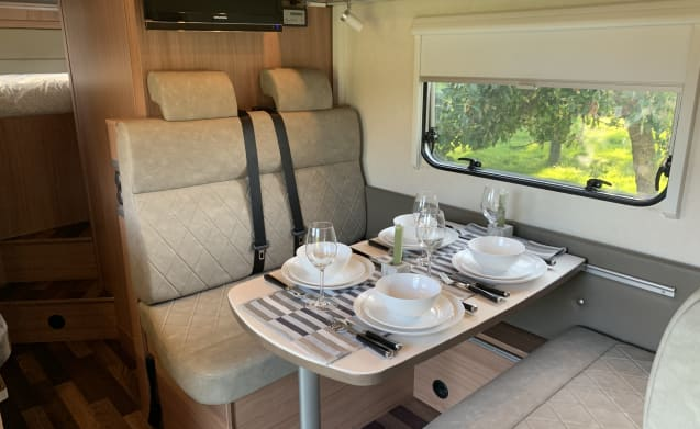 Uniek – Unique KNAUS Sky Traveler with 180 HP Fiat and automatic transmission. 2013 Euro 5