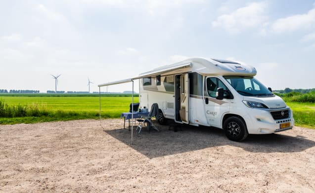 Luxurious and comfortable 4-person automatic camper