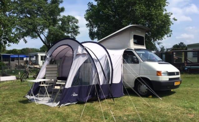 Núcleo – Super nice Volkswagen T4 Westfalia with 4 sleeping places!