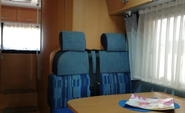 Camper Knaus 6 seats large garage