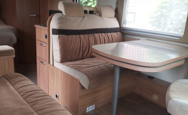 Neat, complete and comfortable family camper
