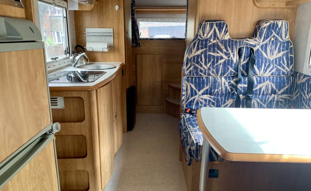 Maureen – Super 6 Berth Family Motorhome ready for your next adventure!