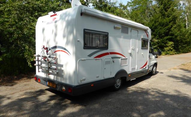 Nice spacious 4-person semi-integrated camper van RollerTeam