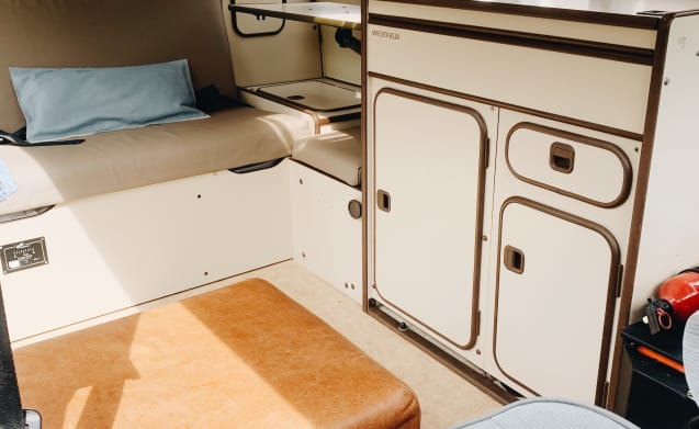 Lady Lou – Original Volkswagen T3 Bus Camper - Lady Lou for 4 people!