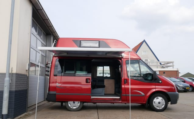 Ford Nugget Bus Camper with awning, 5 persons & 4 sleeping places