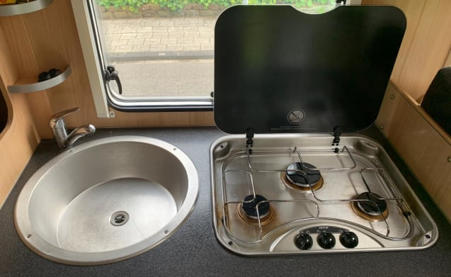 Beautiful semi-integrated camper for rent for 4 people!