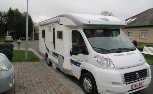 Lowietje – Spacious 4-person camper with 150 HP engine