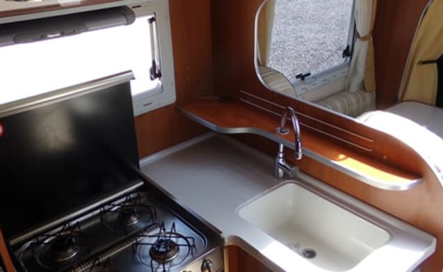 NEW: Spacious 4-person camper with 150 HP engine