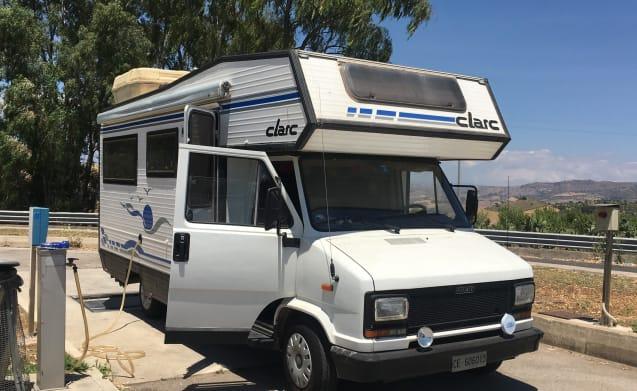 Clark – CAMPER CLARK MANSARDATO 5 BEDS
