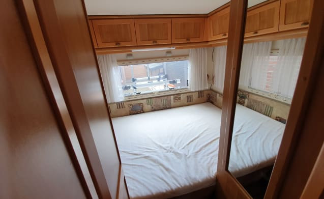 Neat 6-person family camper