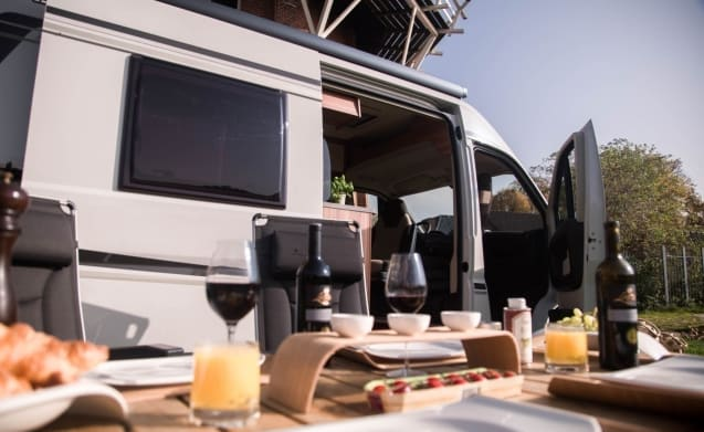 11212 - Compact bus camper