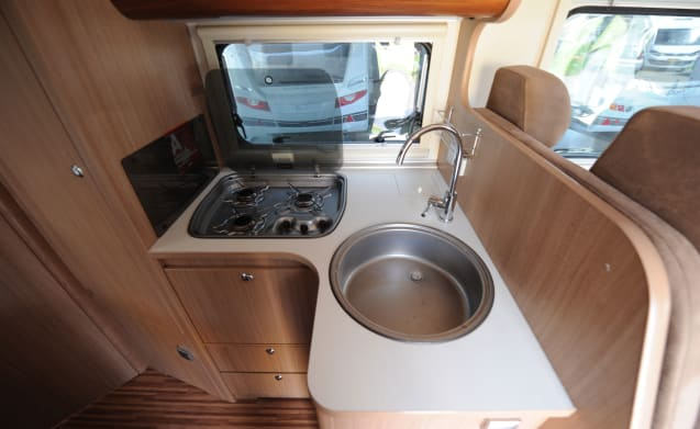 Spacious camper (6 persons)
