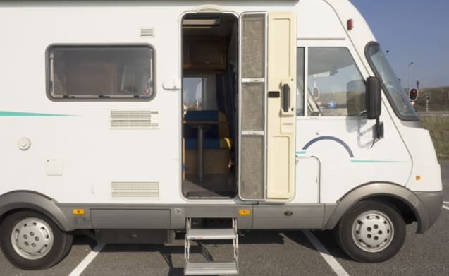 601 – Hymer B 524 - top camper for couples! with inverter and inventory