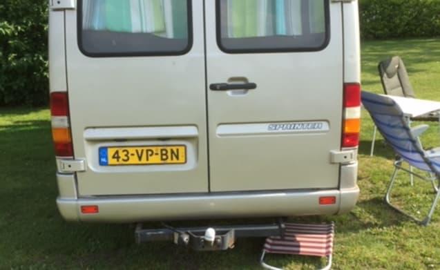 Benzbus – Mercedes bus camper, 3 person for rent