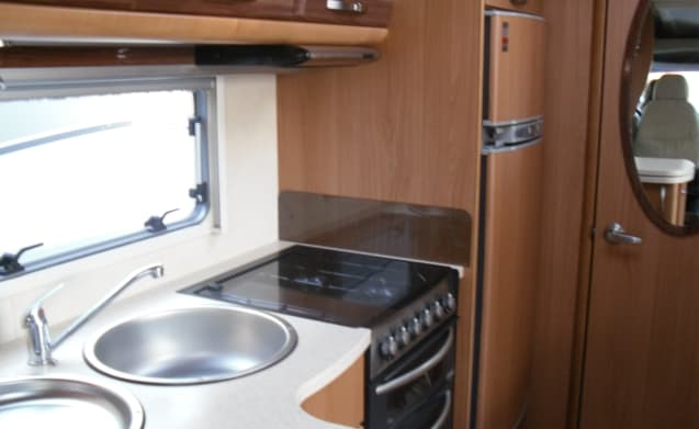 2 Under – Autocruise Gleneagle, luxury 2 Berth