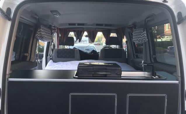 Um Bongo – Mazda Bongo Tintop rear conversion Manchester Sleeps 2