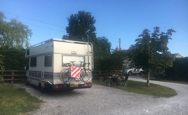 Nice camper with two fixed beds (for 5-6 people)