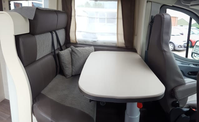 Chausson motorhome with awning, 5 seats & 4 sleeping places